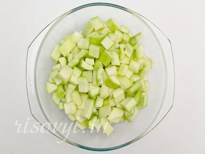 Подготовка к варке варенья из кабачков с лимоном