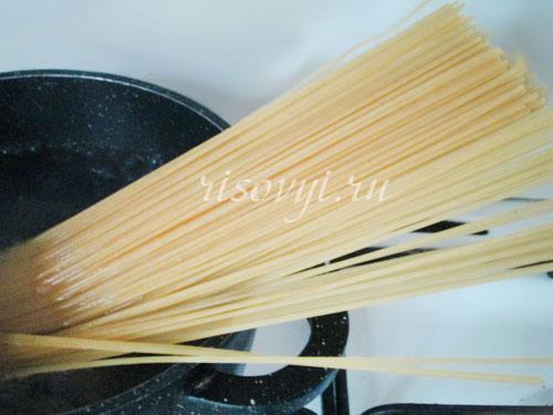 Отвариваем спагетти для морепродуктов