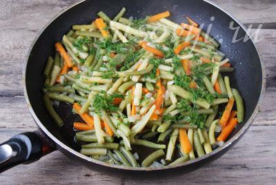 Стручковая фасоль, тушеная с овощами