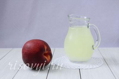 Напиток из сыворотки с персиком