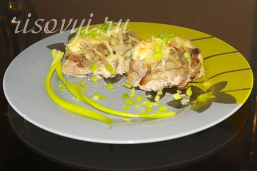 Курица, фаршированная грибами и сыром в духовке