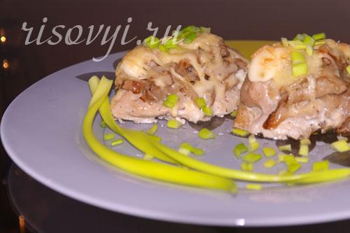 Курица с грибами и сыром в духовке: рецепт
