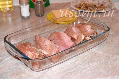 Курица, фаршированная грибами и сыром, в духовке: рецепт