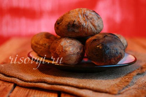Картошка в фольге на углях