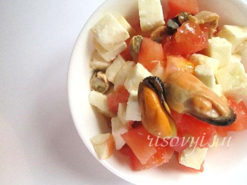 Салат с помидорами и моцареллой