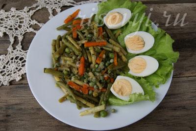 Фасоль стручковая, тушеная с овощами