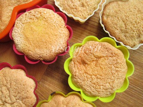Бисквитные кексы с ягодами (без глютена)